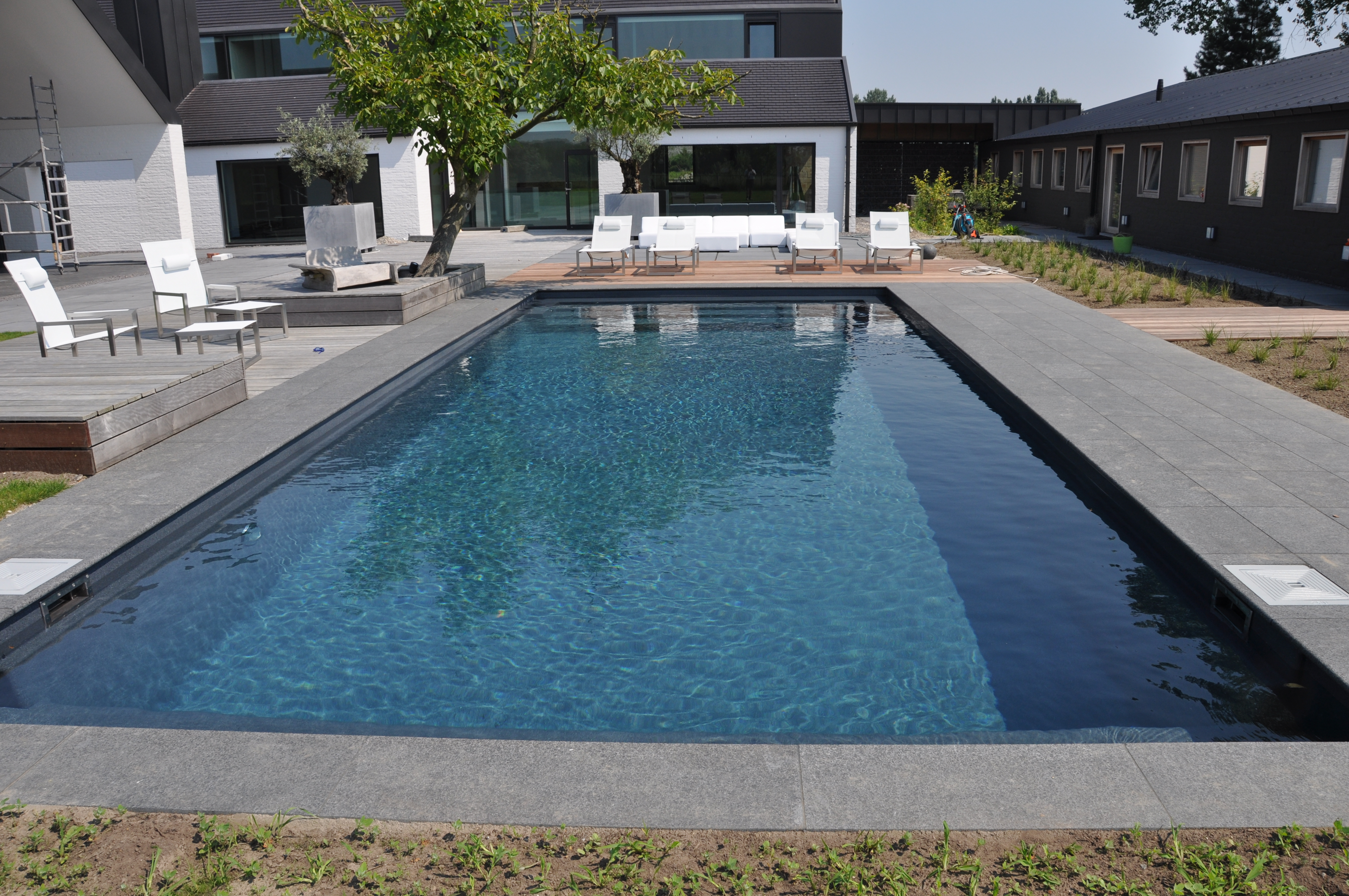 Riviere_pool_donker_zwembad